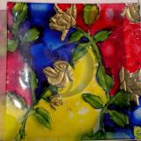 Dekoruota lėkštutė rožių apsuptyje2
