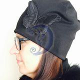 Kepurė su siuvinėtu drugeliu