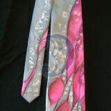 Kaklaraisis su raudonu
