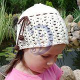 Kepurė puošta rudais burbuliukais