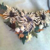 Kaklo papuošalas su chrizantemomis