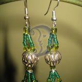 Žali auskariukai iš karoliukų
